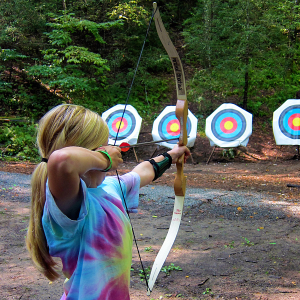 archery-camper-girl